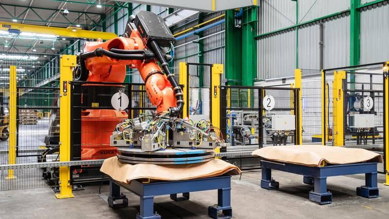 Robot application coil handling at Waelzholz in the Hagen plant