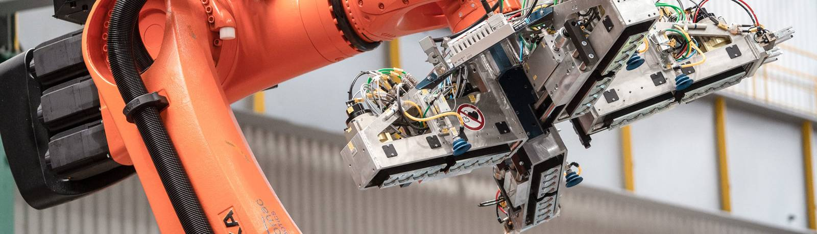 Roboteranwendung Coil-Handling bei Waelzholz Slidergrafik