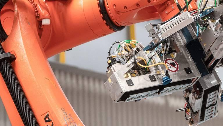 Manuseio de bobinas de aplicação robotizadas em Waelzholz, em Hagen