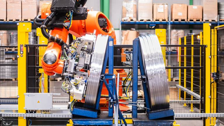 Aplicación de robots de manipulación de bobinas en Waelzholz en la planta de Hagen