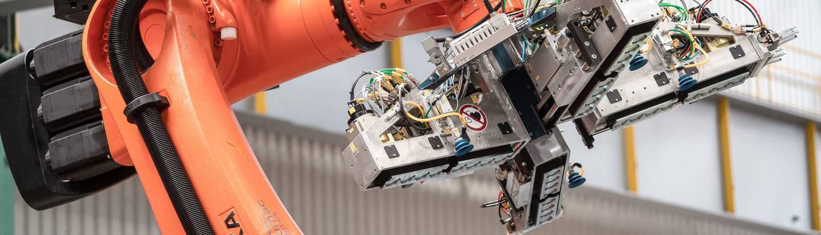Aplicación de robots de manipulación de bobinas en Waelzholz Slider graphic